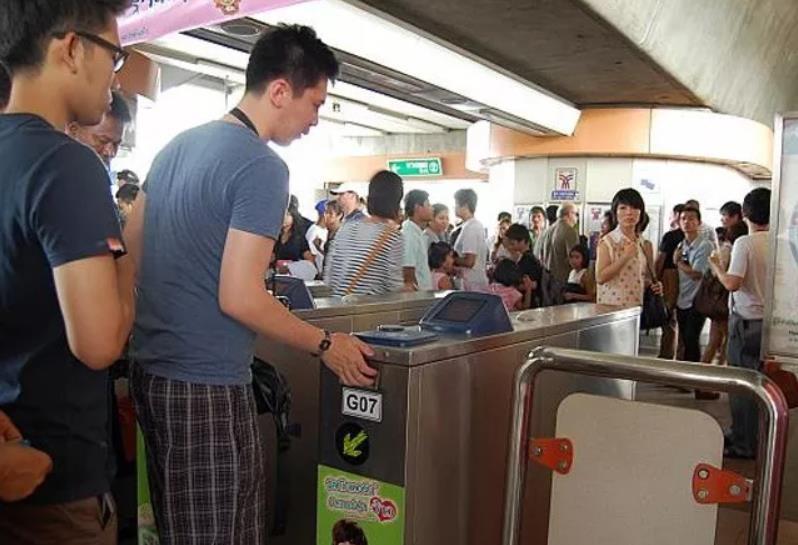 曼谷往红灯区的地铁交通指南,收藏备用
